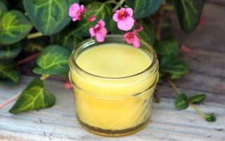 Целебная мазь из воска, растительного масла и желтка